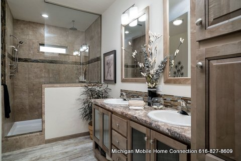 Advantage 3264-209 Master Bathroom (1)